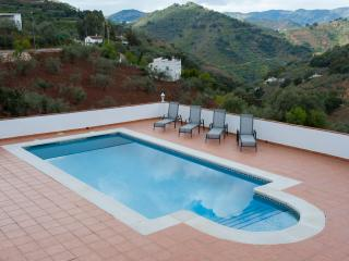 Cozy Spanish Casita with private pool!, Comares