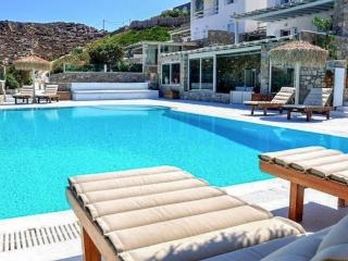 Relax by the pool, enjoy Mykonos views!, Ornos