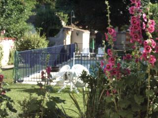 Lovely appartment first flore , garden and swimmin