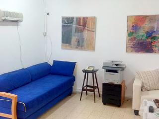 Bed in 5-Bed Mixed Dormitory Room (04), Gedera