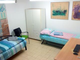 Bed in 5-Bed Mixed Dormitory Room (13), Gedera