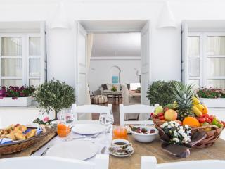 Villa Erofili Santorini Suitable for 6 persons, Fira