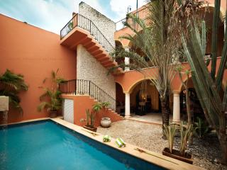 Colonial home with views/pool in Centro Historico