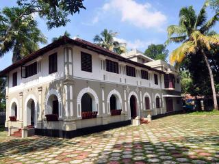 Lake County Heritage Home - Emperor's Suite, Ernakulam