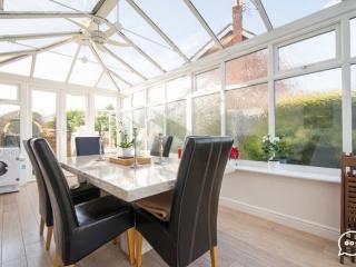 Double room in garden house near Manchester airpor