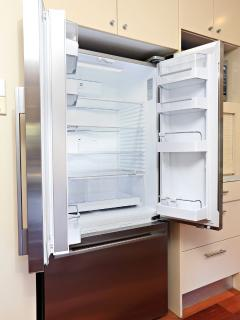 Brand New - Fridge with Filtered Water and Ice