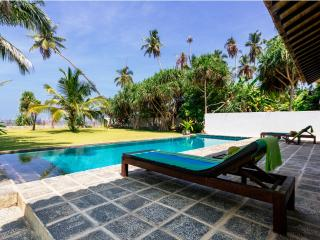 Green Parrot Beach Villa, Right on the beach