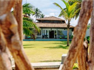 privet house with swimming pool and sea view, Ambalangoda