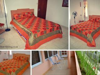 Comfy Double Bedroom in Guest House, Souillac