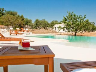 Donno Santo: Villa & Trulli with Infinity Pool, Ceglie Messapica