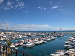 1st line luxurious penthouse in Puerto Banus with panoramic sea views