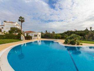 CARVOEIRO  Beautiful 2 bed villa, sea view & pool, Carvoeiro