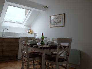 Melem - historic centre 2 bed, wonderful views, Vannes