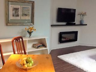 Modern Stylish Quiet Apartment, Toronto