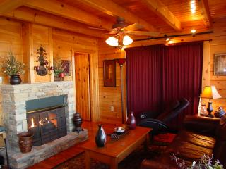 CHEROKEE LODGE CABIN-NEAR PIGEON FORGE/GATLINBURG, Sevierville