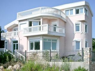 3-storey Villa in Poljuskovo 50 m from the beach