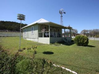 Home on the Range Guesthouse - Country Property