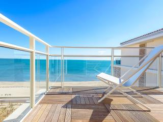 Beautiful New Beach Front one bedroom apartment