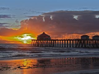 Beach Bungalow SUITE: STEPS 2 BEACH! NEW LISTING!, Huntington Beach
