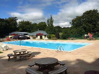 Lazy Lake Lodge - Glan Gwna Country holiday park - outdoor pool - caernarfon