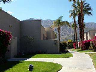 WALK TO DOWNTOWN from Magical Oasis, Palm Springs