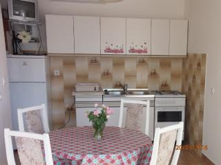 Spacious 4 person apartment, Novalja