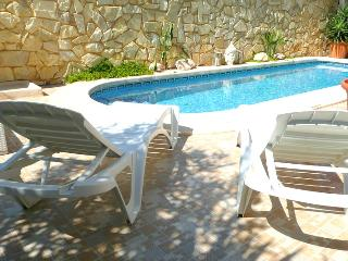 Holiday Villa with private pool & WIFI sleeps 7, Villamartin