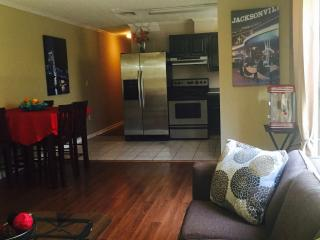 Cozy 2 Bd duplex 5 blocks from the Beach!, Jacksonville Beach