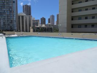 Luxury Studio in Waikiki with Full Kitchen--View!