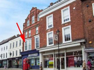 FLAT C, romantic first floor apartment, WiFi, open plan, centre of town, in Ludlow, Ref 930224