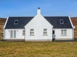 SEALLADH BREAGH, detached, woodburner, games room, pet-friendly, Uig, Ref 934143