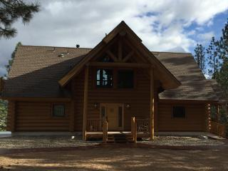 Private Mountain Retreat w/View & Hot Tub, Garden Valley