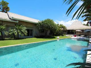 Georgeous Villa Kawan with Amazing Rice Field View, Canggu