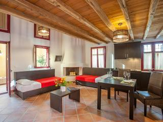 Country House at Petrino, Varos