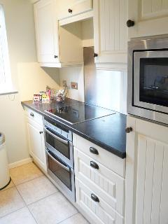 Fully fitted kitchen with quality appliances