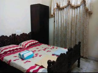 A Room Available, walking distance from Town.
