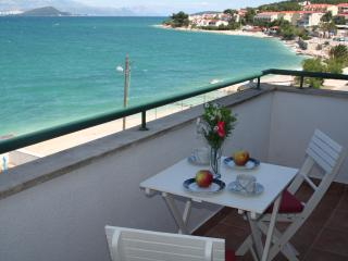 Seaview balcony apt 20m from beach, Arbanija