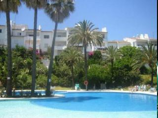 Lovely sunny apartment with stunning views, Puerto de la Duquesa