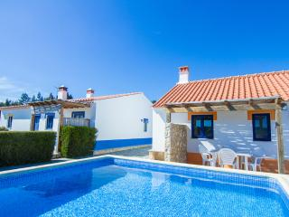 Digne Yellow Villa, Aljezur, Algarve