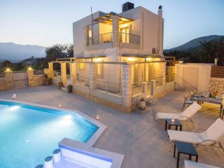 Modern 3bedroom villa with pool and privacy
