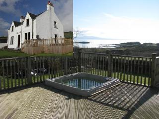 Ballochgair Farmhouse,Arran views,Hot Tub,dogs welcome