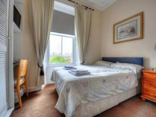 Double Room 2 - Queens Guest House, Ayr