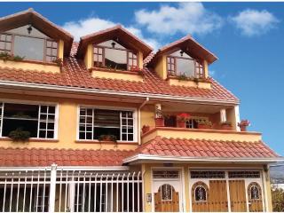 Casa de Luis con vista del lago San Pablo