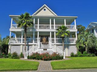 Stunning backyard with Pool! Beautiful luxury home, Isle of Palms