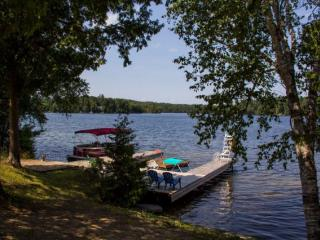 Lake Front Cottage For Rent, Gilmour