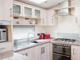 Woodys Retreat, Luxury Mobile Home with Hot Tub, Morpeth