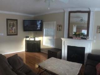 Beachblock Beauty - 4BR/2BA w/garage near RIDES, Wildwood
