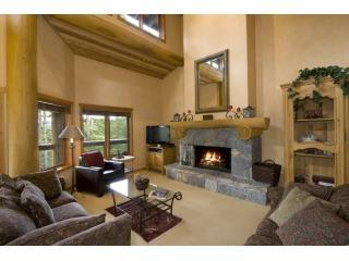 SKI-IN/SKI-OUT LUXURY HOME ON WHISTLER MOUNTAIN, Whistler