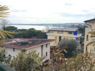 At The lake in Desenzano cozy elegant appartament, Desenzano Del Garda