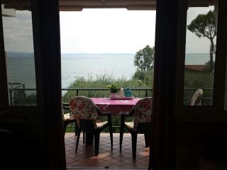 sweet lake view and beach appartament for 4 person, Manerba del Garda